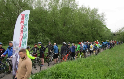 Cyclists at the start of the Montgomery Canal Triathlon